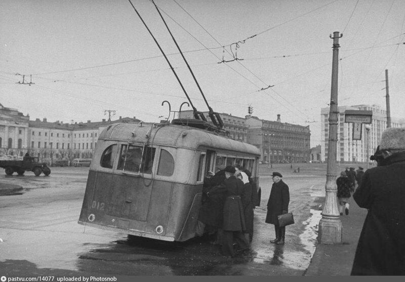 Троллейбус ЯТБ-1. 1947..jpg