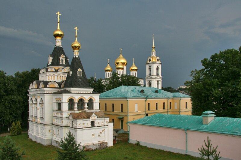 Дмитровский кремль, Елизаветинская церковь, Успенский собор, здание присутственных мест и флигеля