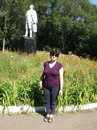 У памятника Горькому