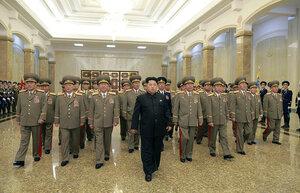 Ким Чен Ын почтил память своего деда вместе с создателями межконтинентальной ракеты