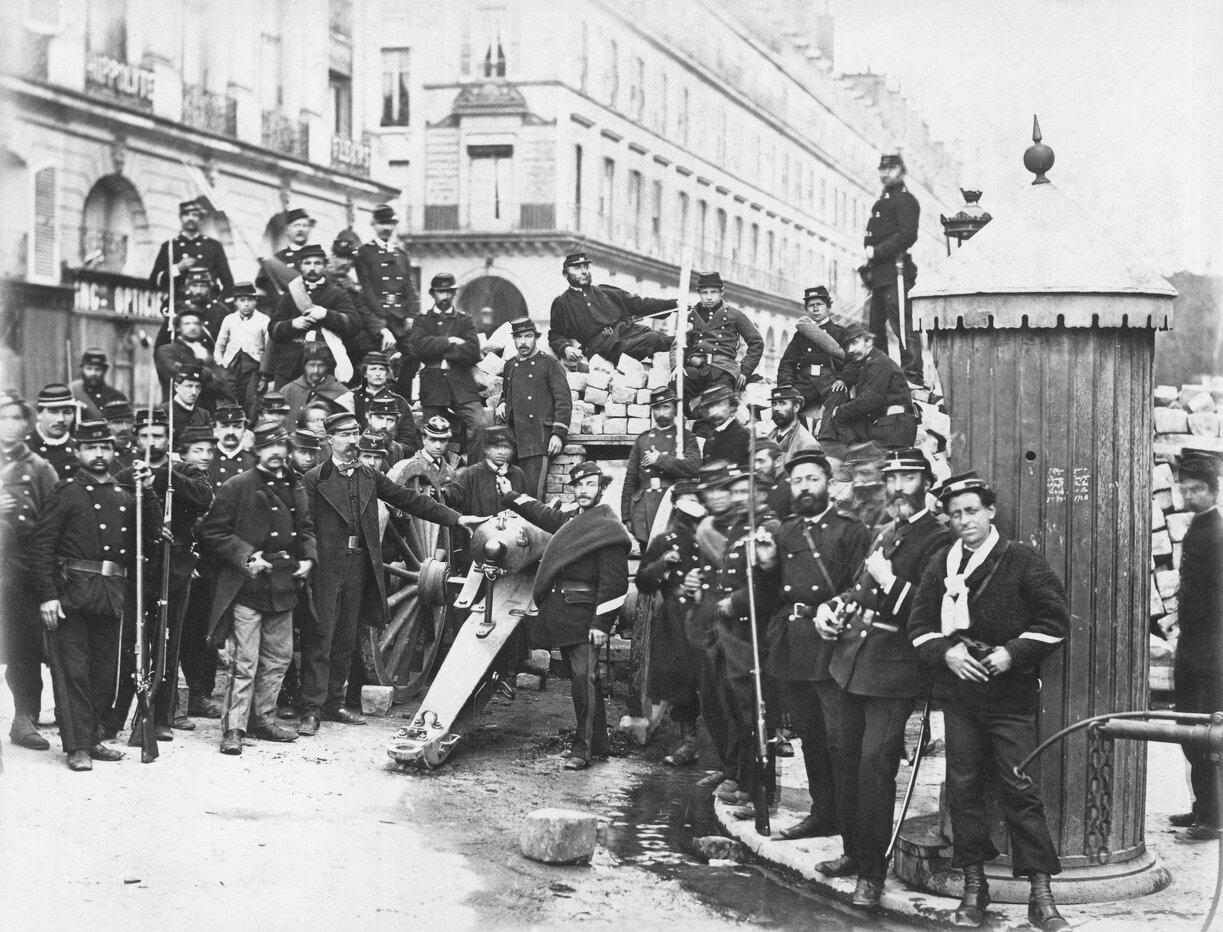 12. Вандомская площадь. Группа солдат