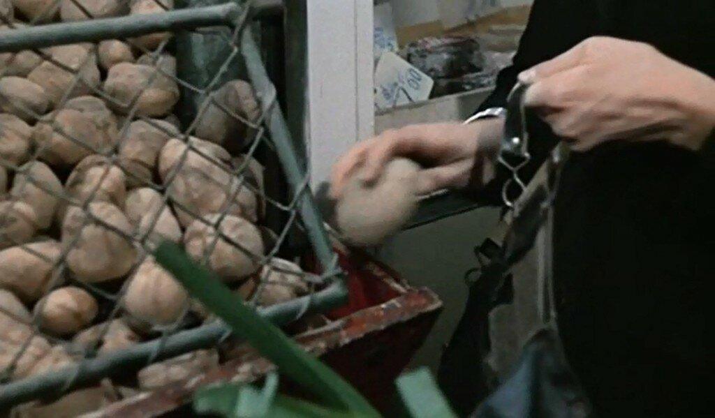 03. Булыжник - оружие пролетариата, картошка - его еда.  Не перепутайте!