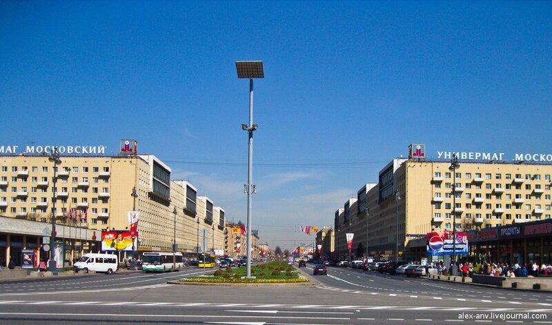 Московский проспект, вид от площади в сторону центра города.