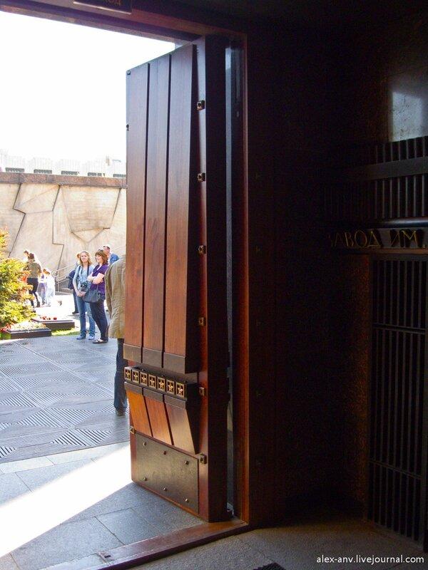 Двери музея.