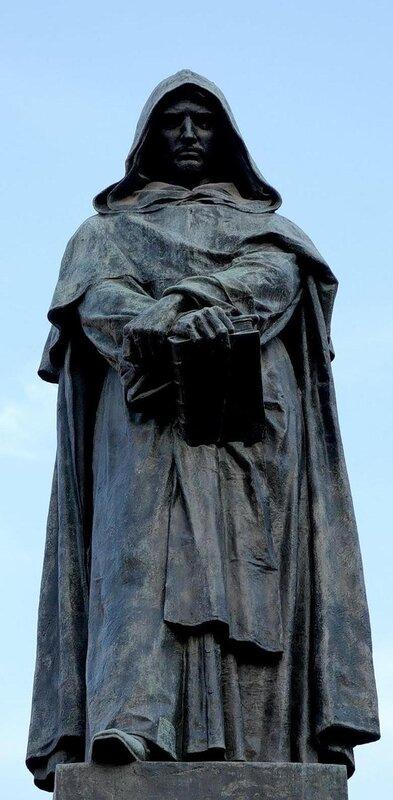 Памятник Джордано Бруно в Риме на Кампо деи Фиори, месте его казни