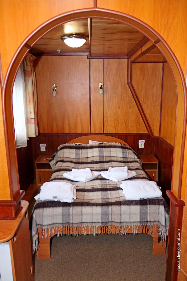 Двухместная каюта «полулюкс» повышенной комфортности №315 на средней палубе теплохода «Карл Маркс»