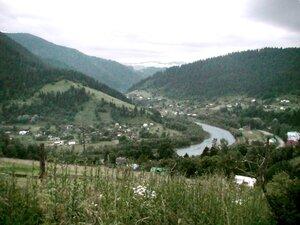Вид на центральную часть Криворивни и реки Чёрный Черемош