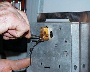 Сотрудники полиции Магаданской области оперативно раскрыли кражу сейфа с деньгами и золотыми украшениями