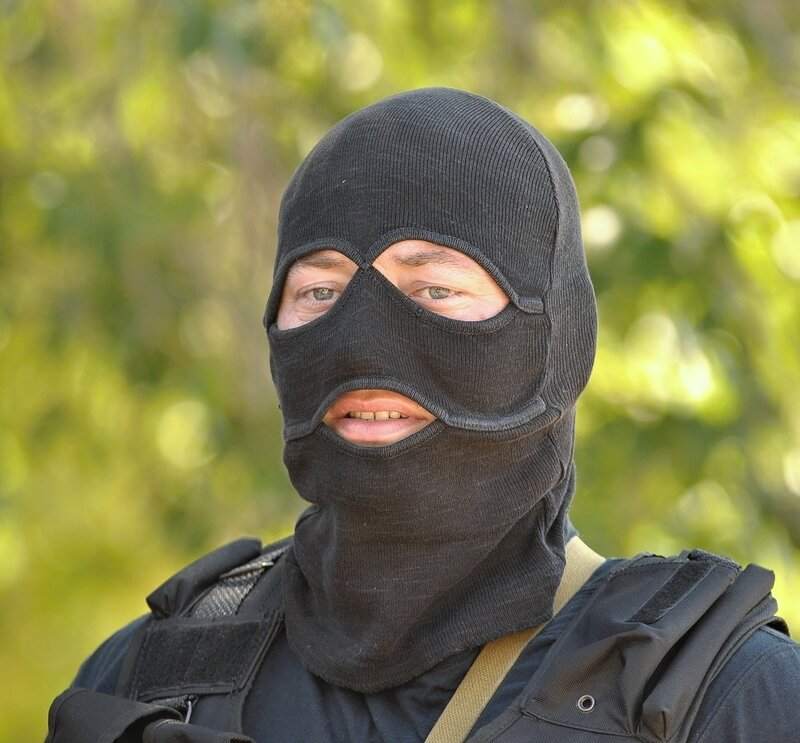 картинки люди в масках омона очень