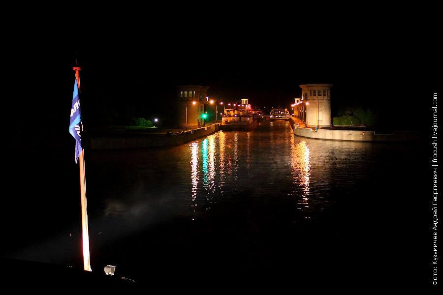 Шлюз №5 канала имени Москвы ночью