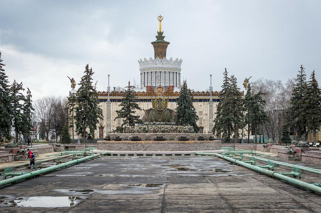 """Москва. ВДНХ, Павильон """"Украина"""" и фонтан """"Каменный цветок"""""""