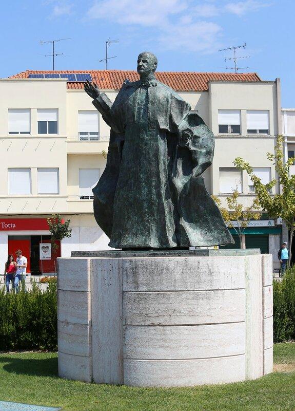 Leiria. Monument to Paulo VI (Praça Paulo VI)