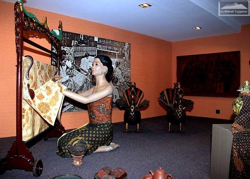 Батик в Музее Индонезии