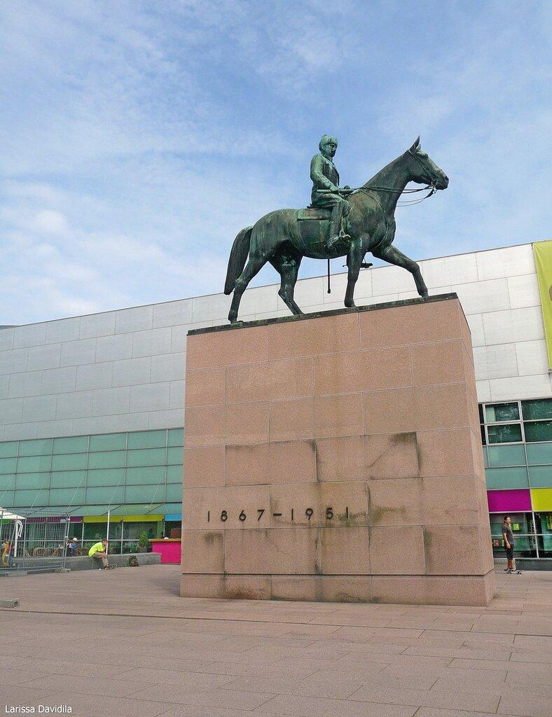 Памятник маршалу Маннергейму.