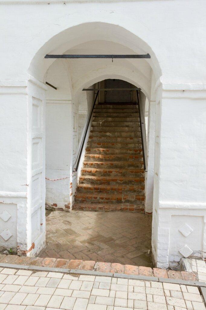 Вход в храм, Спасо-Преображенский монастырь, Ярославль