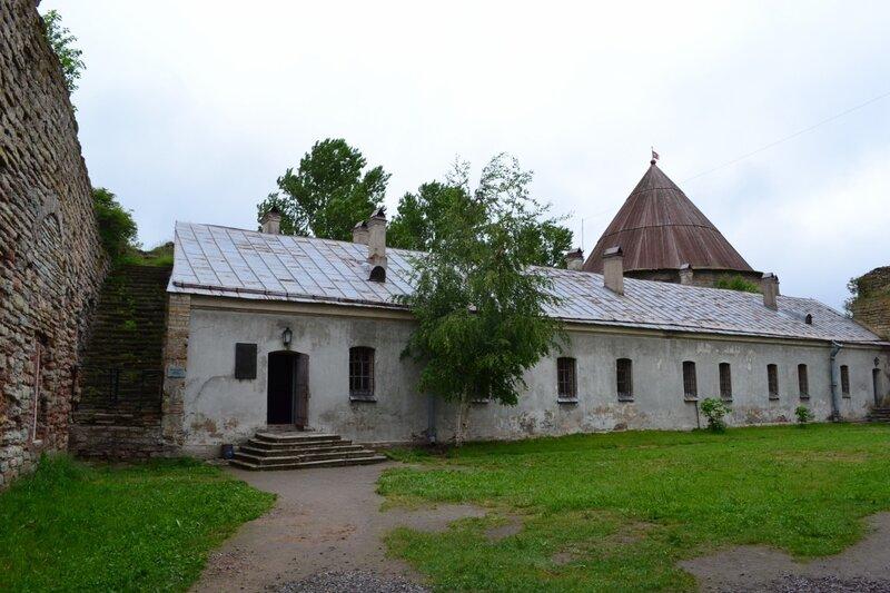Двор цитадели