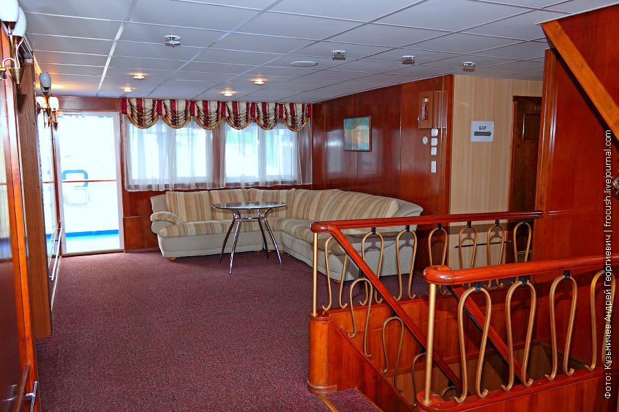 Холл средней палубы теплохода «Н.А.Некрасов»