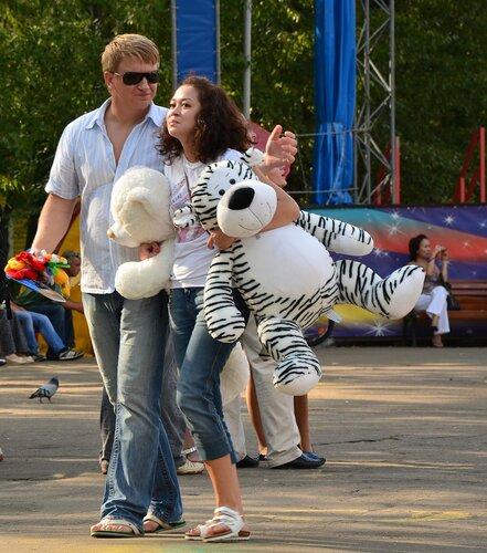 Дорогая, в следующий раз я выиграю для тебя большого слона!!!