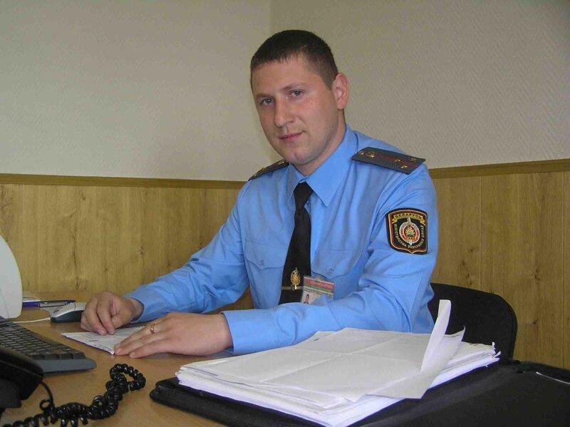 Зарплата и кабинеты полиции в разных странах