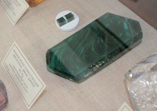 Зелёный кварц искусственный (гидротермальный метод, природных аналогов не имеет)