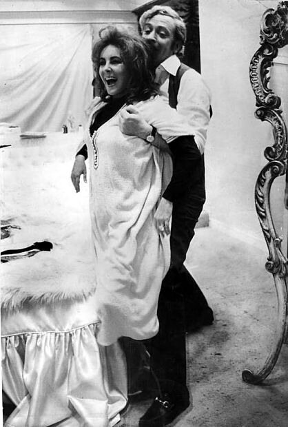 Elizabeth Taylor and Michael Caine have fun