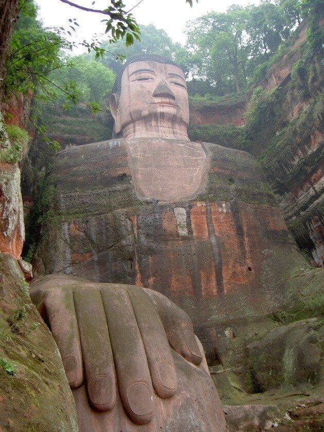 Статуя Будды Майтрейи в Лэшане