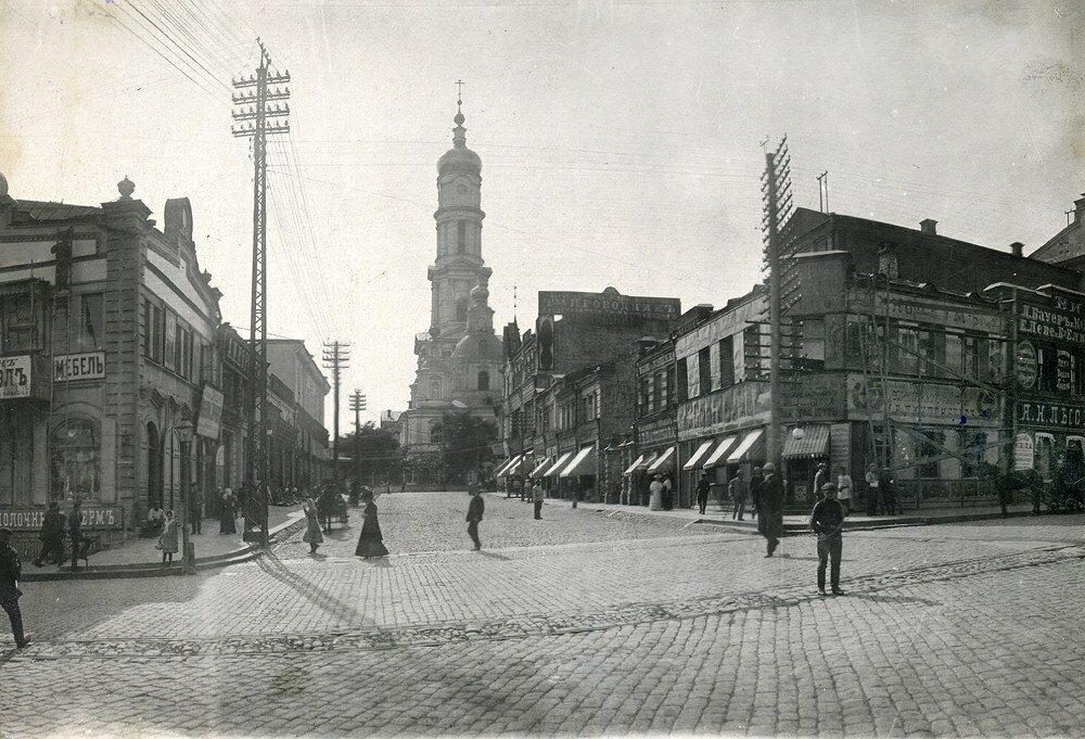 Вид на Шляпный переулок и Успенский собор