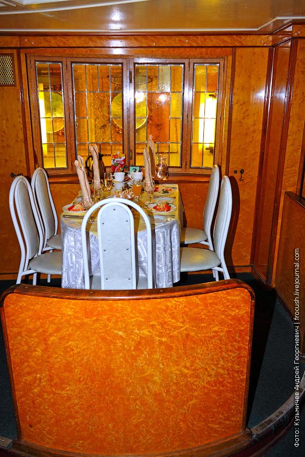 ресторан на главной палубе теплохода «Космонавт Гагарин»