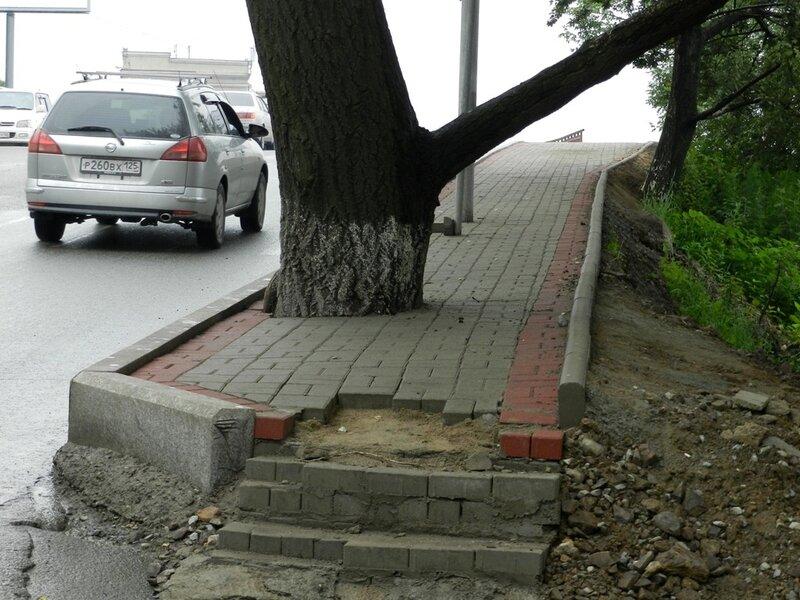 Тротуар на Луцкого