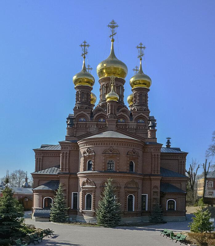 Надпещерный храм Николая Чудотворца в Черниговском скиту.jpg