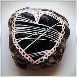 Камень с росписью