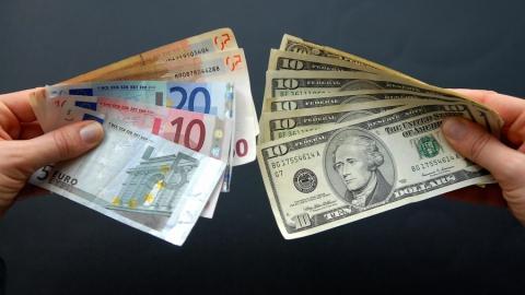 Аналитики не исключают падения доллара до 50 рублей и ниже