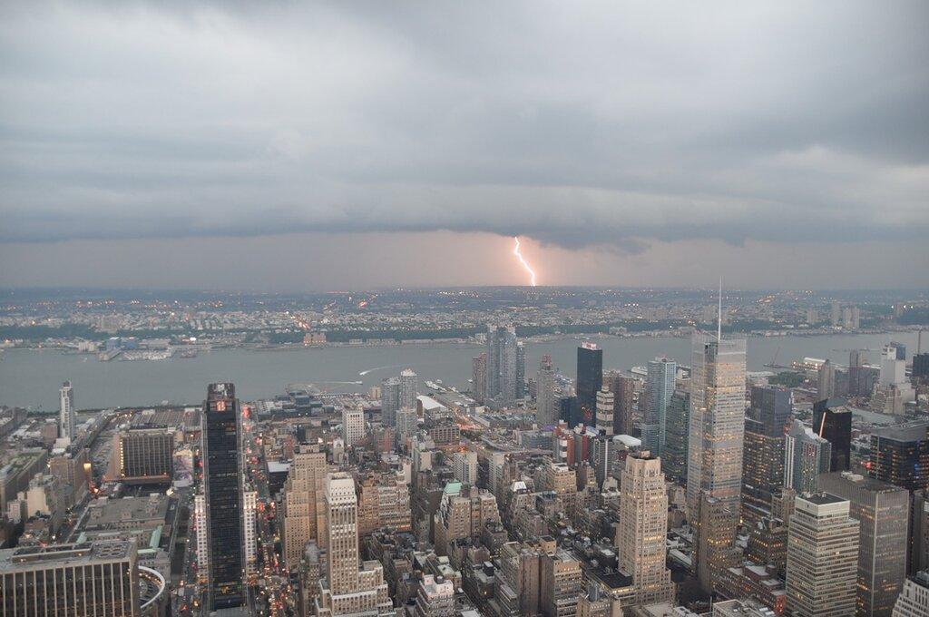 В нью йорке сегодня вечером была гроза