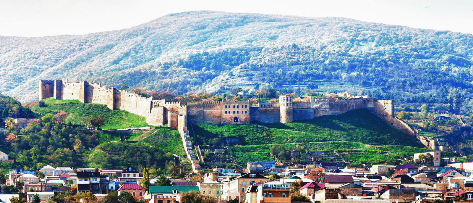 4 Замок в средневековой Румынии? Да нет же! Это крепость Нарын-кала в городе Дербент, Дагестан. Инте
