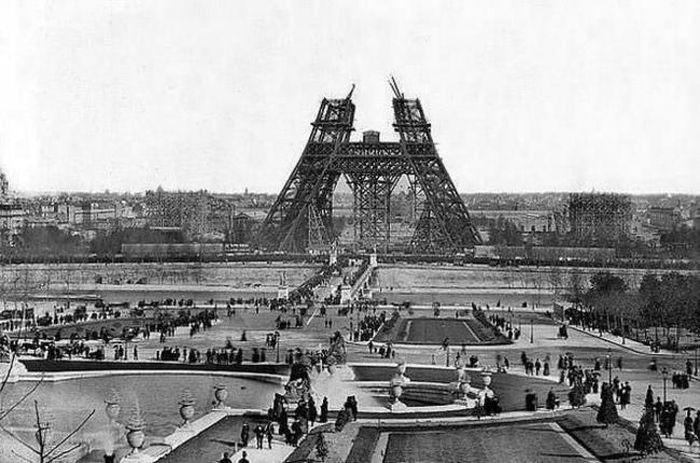 Строительство символа Франции — Эйфелевой башни, 1880 год.