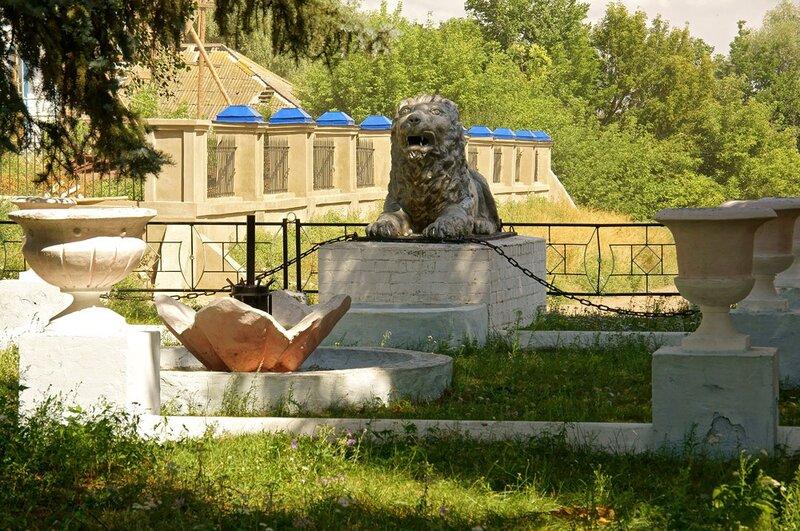 Лев в селе Никольском