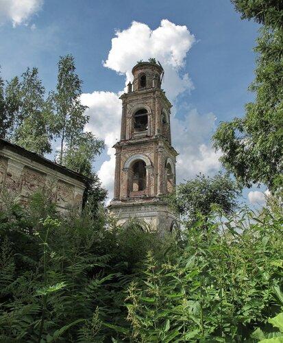 Вид на колокольню в Игрищах