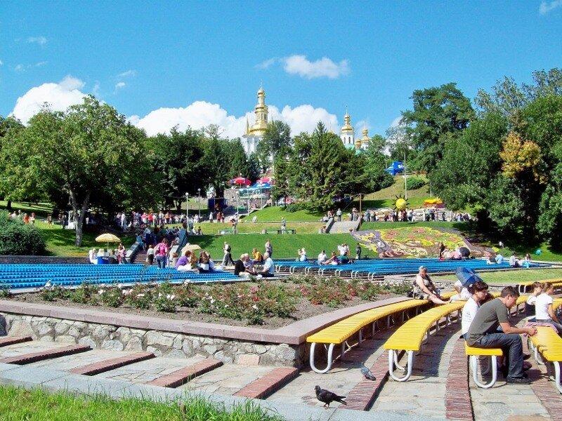 Киев. Певческое поле во время проведения выставки цветов 2011