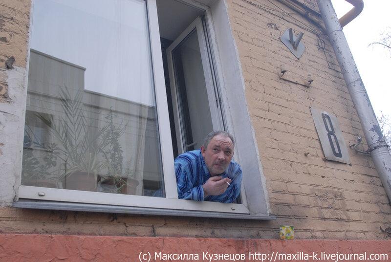 Курить в окно