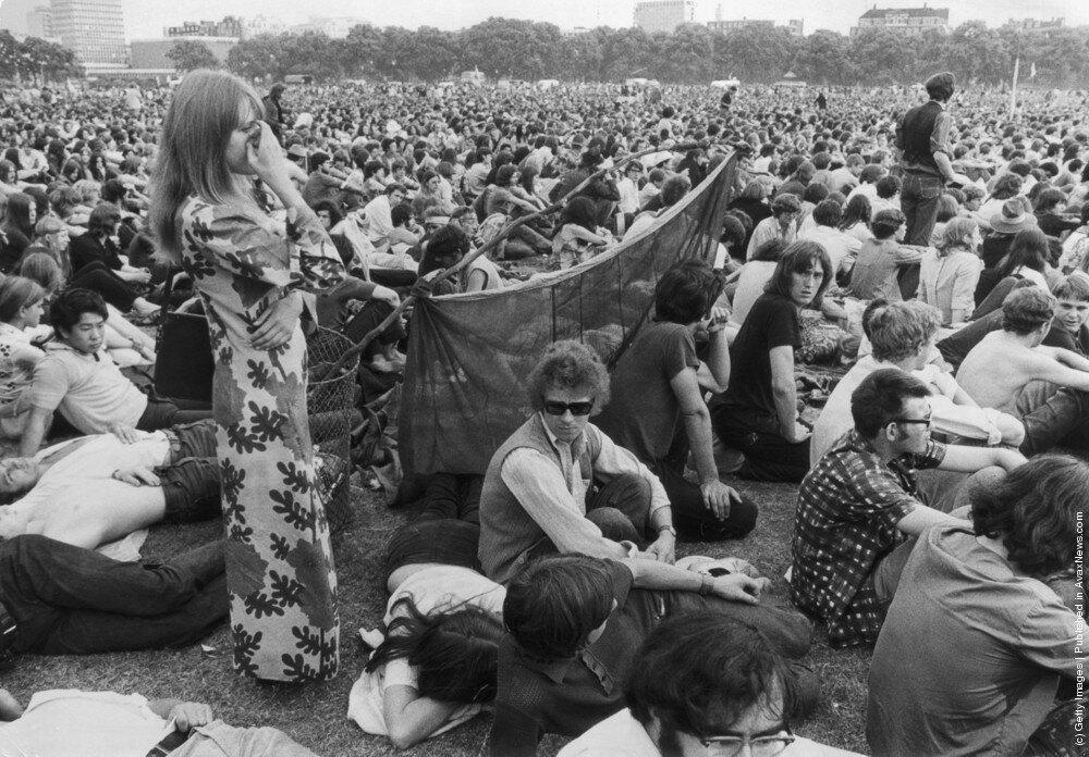 Hippies.Толпа на поп-концерт в лондонском Гайд-парке.