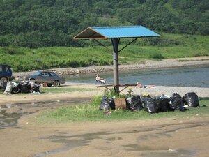 В Находке очистили от мусора «дикие» пляжи