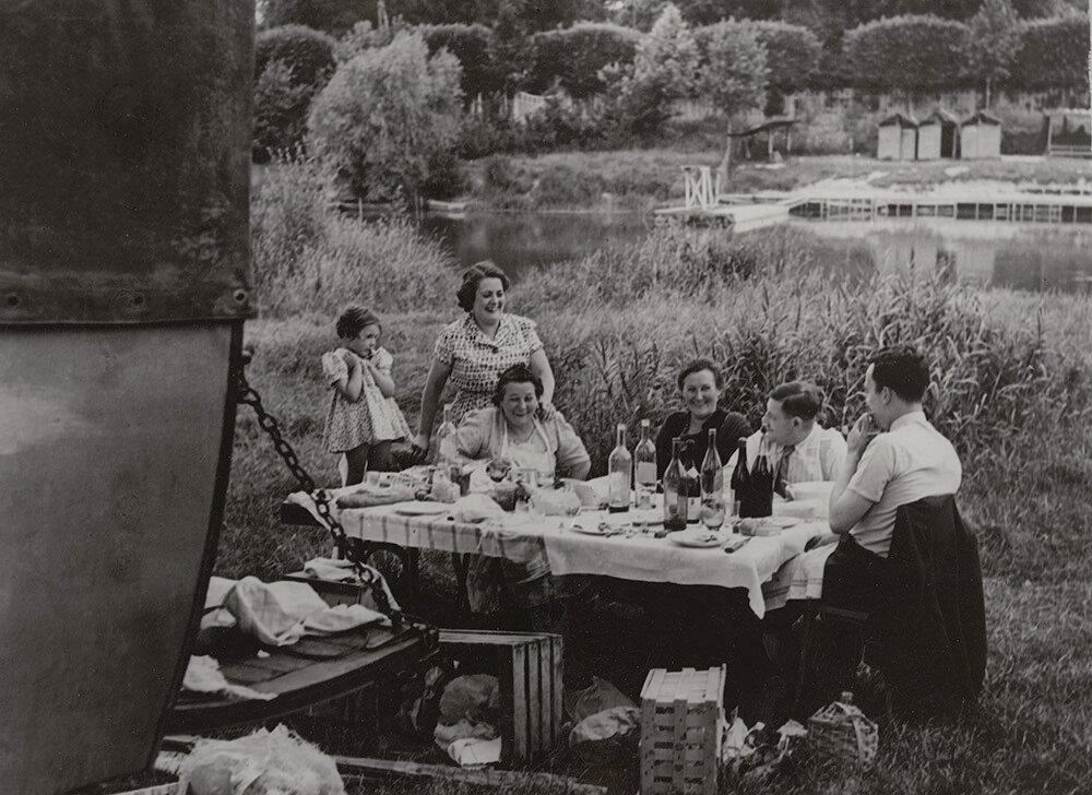 1937. Пикник