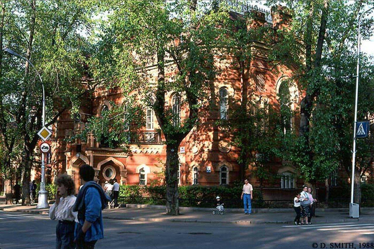 Историко-краеведческий музей на углу Карла Маркса и бульвара Гагарина