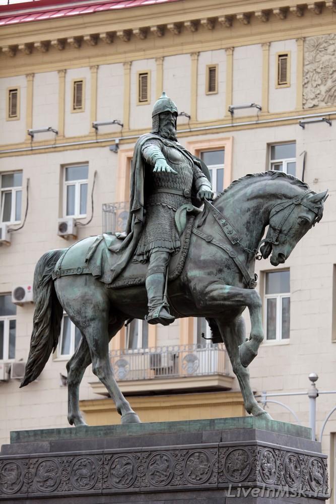 1954 Огонек опубликовал фотографию памятника Юрию Долгорукому который был отлит на Мытищинском заводе и готовился украсить площадь перед Моссоветом3.jpg