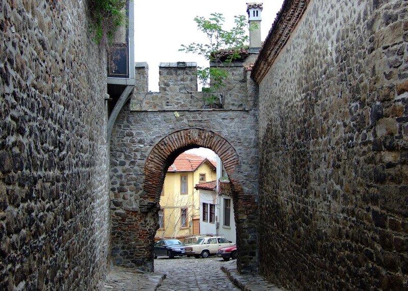 Между древних стен