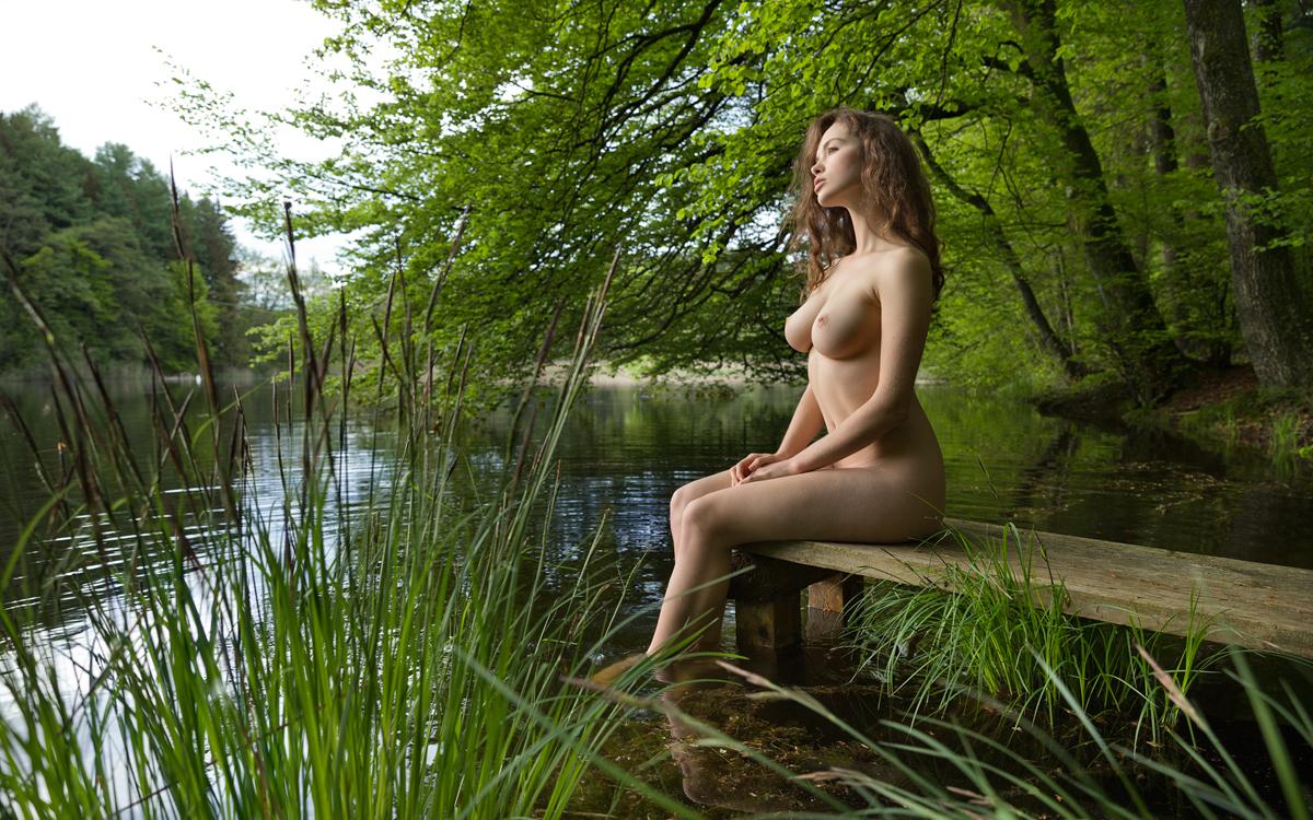 krasivoe-foto-otkrovennoy-erotiki-na-prirode-voennosluzhashih-skritaya