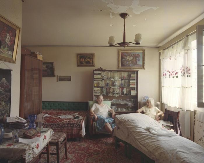 Совершенно разная жизнь людей в абсолютно одинаковых квартирах