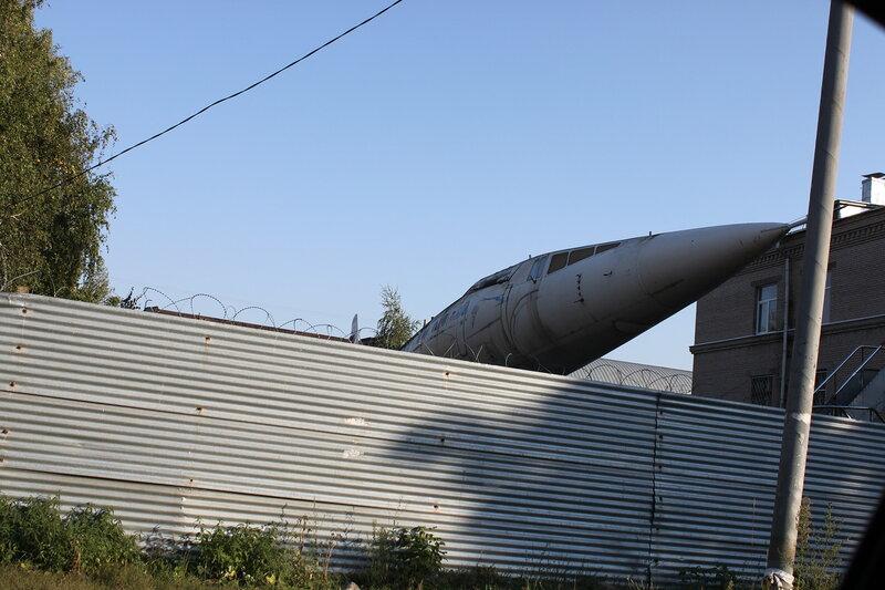 Ту-144 за забором КАУ