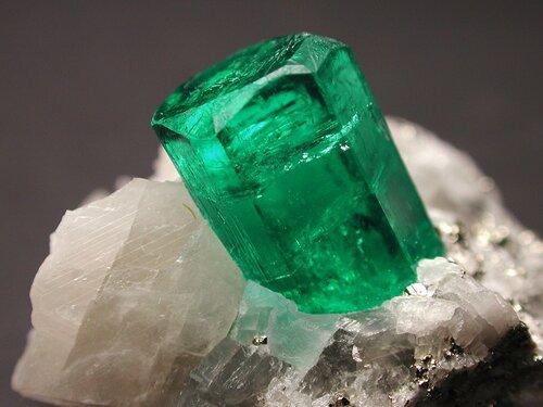 Красивые природные минералы. Изумруд
