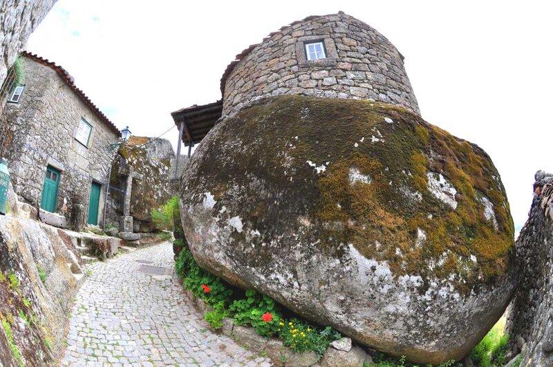 Дом, выросший из камня